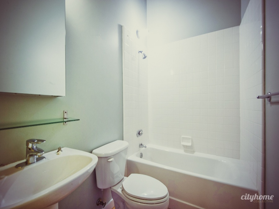 Salt-Lake-Downtown-Urban-Pierpont-Loft-For-Sale-Bathroom-1